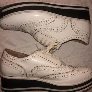 Domo leather shoe women's size 9.5